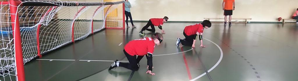 Billede af drenge, der spiller goalball